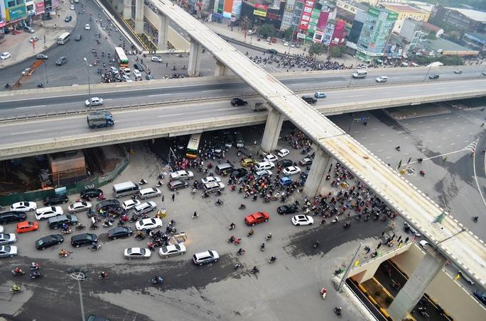 Nút giao thông 4 tầng ngã tư Khuất Duy Tiến nhìn từ trên cao