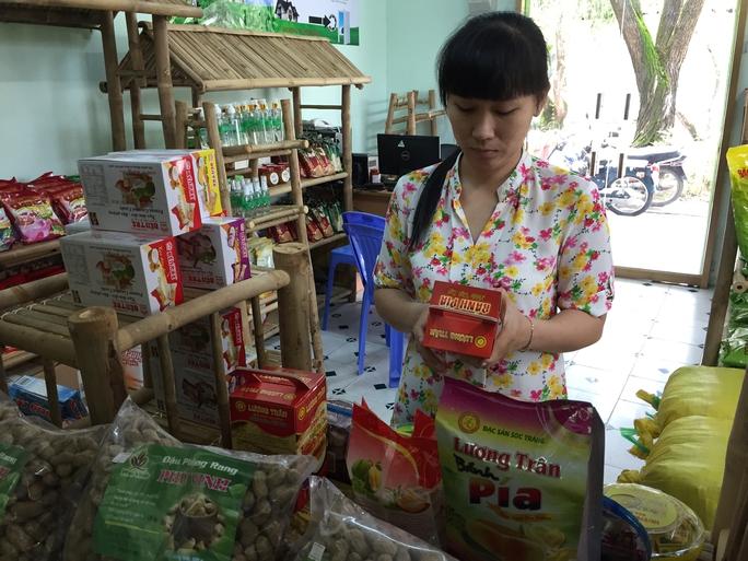 Đặc sản ĐBSCL được bày bán trong cửa hàng của Trường ĐH Cần Thơ
