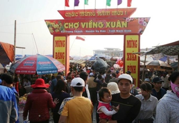 Chợ Viềng - Nam Định, chợ bán rủi, mua may chỉ họp đúng tối ngày 7 rạng ngày 8 Tết nguyên đán hàng năm