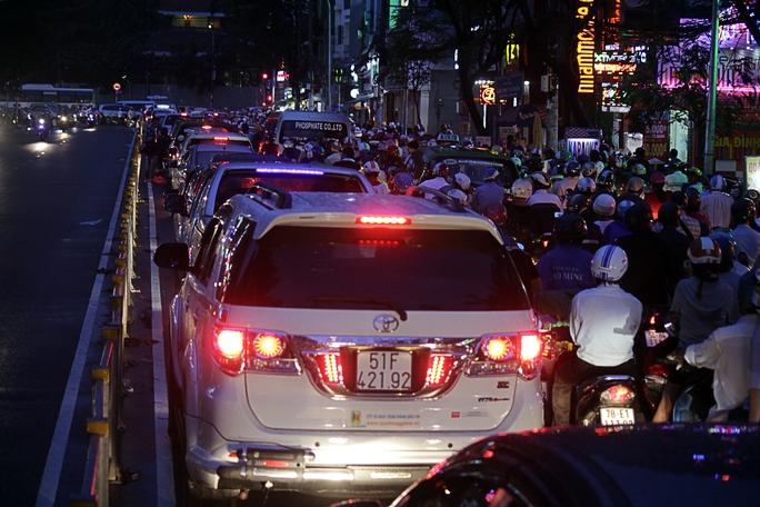 Đường Lê Hồng Phong (quận 10) rất hiếm khi kẹt xe nghiêm trọng cũng bị ùn ứ, kẹt xe kéo dài.