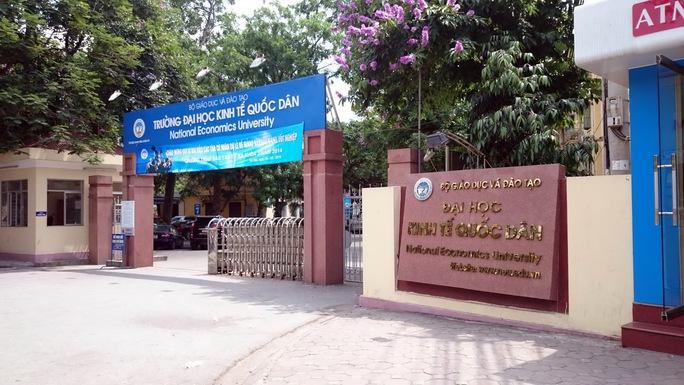 """Sinh viên Trường ĐH Kinh tế Quốc dân Hà Nội """"choáng"""" với mức học phí mới"""