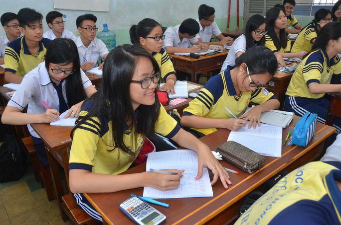 Học sinh lớp 12 Trường THPT Nguyễn Trãi (TP HCM) trong giờ học toán Ảnh: TẤN THẠNH