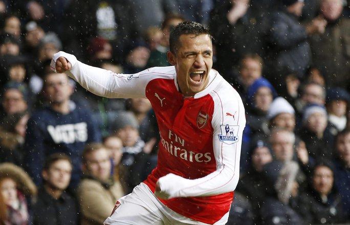 A. Sanchez sau bàn gỡ hòa 2-2 cho Arsenal tối 5-3 Ảnh: REUTERS