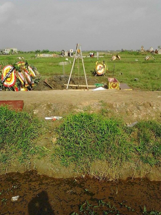 ngôi mộ đã được khai quật