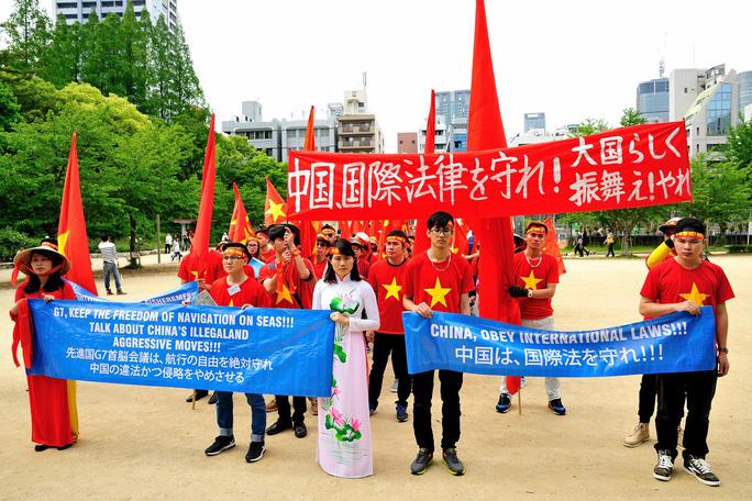 Buổi tuần hành bắt đầu từ công viên Utsubo (quận Nishi,TP Osaka) di chuyển đến lãnh sự quán Trung Quốc tại Nhật Bản