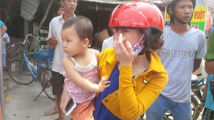 Chị Kim Anh khóc vì mừng khi gặp lại con