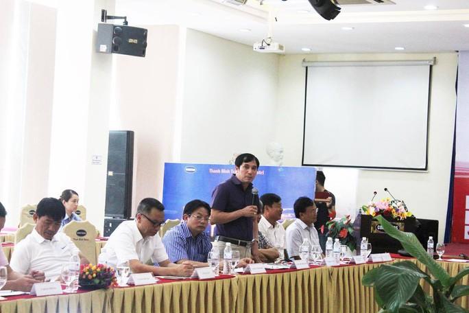 Đại diện CLB B.Bình Dương góp ý tại Hội nghị