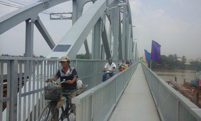 Cầu Ghềnh mới có thiết kế hành lang dành cho xe máy, xe đạp và người đi bộ hai chiều