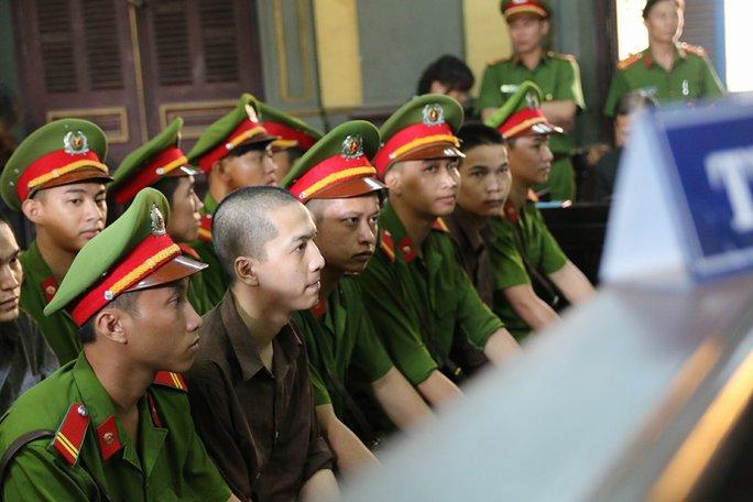 Nguyễn Hải Dương bình thản chờ đợi đến giờ khai mạc tòa
