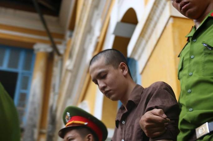 Bị cáo Nguyễn Hải Dương được dẫn giải về trại giam