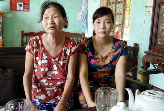 Bà Nguyễn Thị Tiến rất bất ngờ khi bị cắt chế độ đang được hưởng 8 năm trời