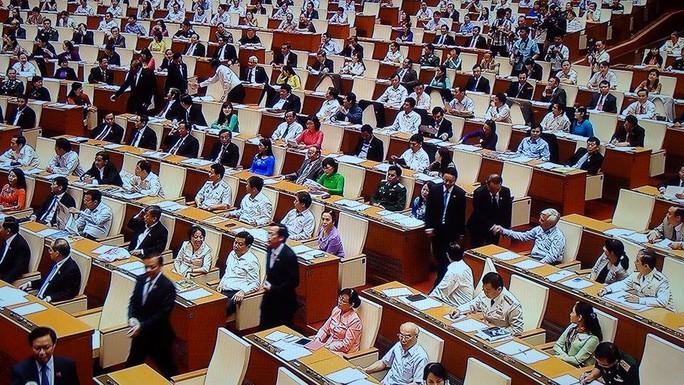 Các ĐB QH chúc mừng các thành viên Chính phủ - ảnh chụp qua màn hình
