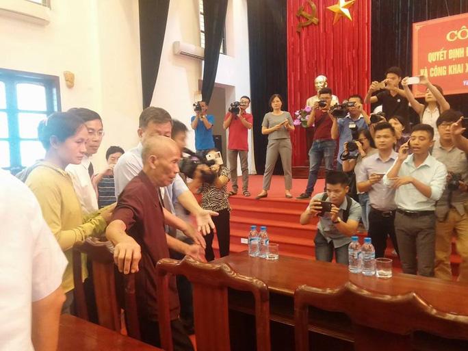 Ông Trần Văn Thêm phải mất hơn 40 năm mới lên được sân khấu này