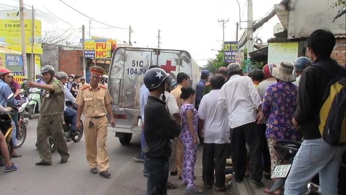Lực lượng chức năng đang giải quyết hiện trường vụ tai nạn.