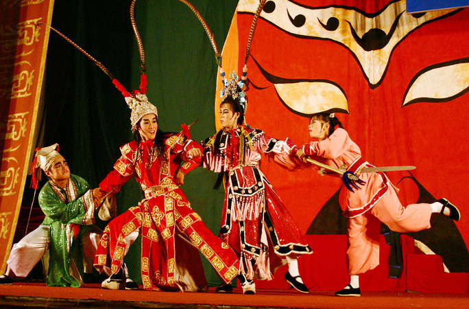 Cảnh biểu diễn trong mùa hát chầu tại đình Phú Nhuận, TP HCM
