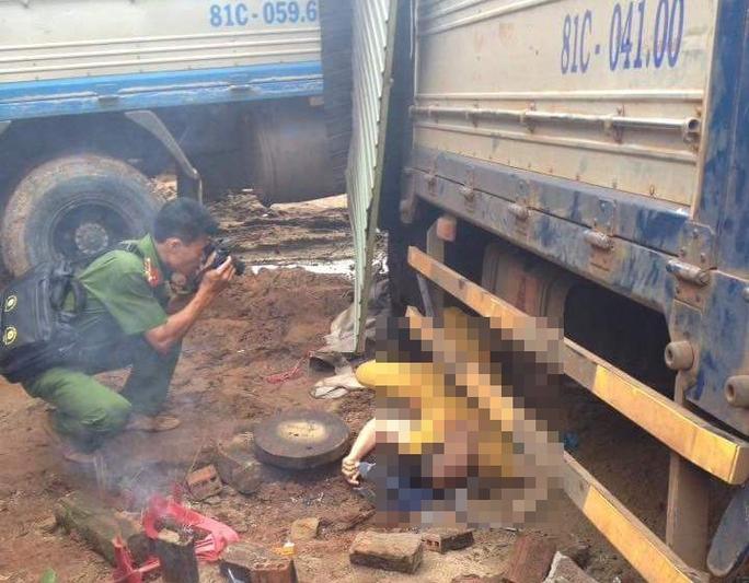 Một nạn nhân tử vong dưới gầm xe - Ảnh người dân cung cấp