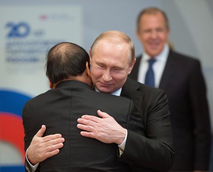 Tổng thống Vladimir Putin nồng nhiệt chào đón Thủ tướng Nguyễn Xuân Phúc tới Sochi dự Hội nghị cấp cao ASEAN-Nga
