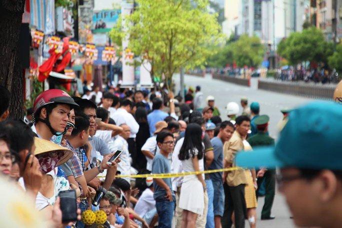 Đường Nam Kỳ Khởi Nghĩa - Nguyễn Văn Trỗi đã kín người