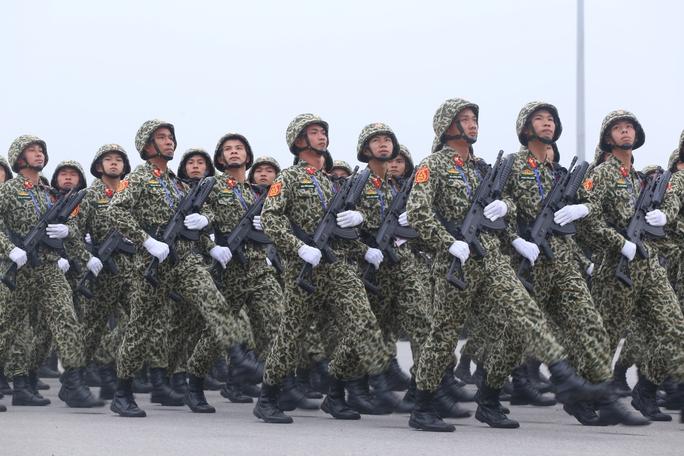 Tham gia các hoạt động bảo vệ Đại hội Đảng XII có các chiến sỹ thuộc các đội cảnh sát đặc nhiệm, cảnh sát cơ động tinh nhuệ, nhanh nhạy và lực lượng đặc nhiệm quân đội.