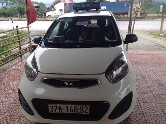Chiếc taxi mà hung thủ dùng để bỏ trốn sau khi sát hại tài xế
