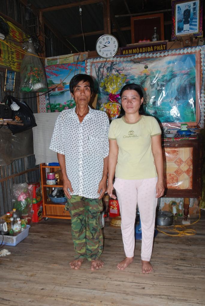 Đôi vợ chồng nghèo đang lo lắng trước sự mất tích bí ẩn của con gái