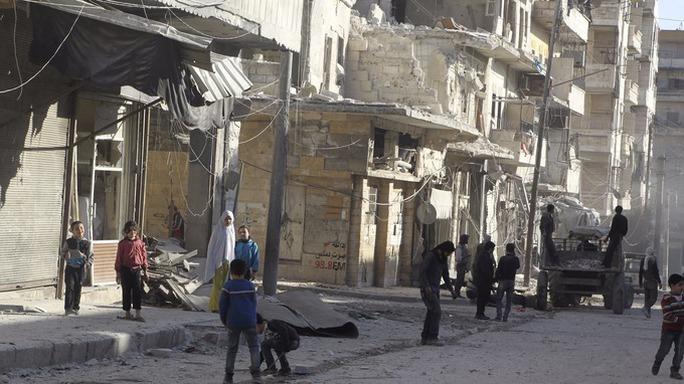 Người dân Syria đang hy vọng cuộc nội chiến kéo dài 5 năm qua sẽ sớm kết thúc. Ảnh: Reuters