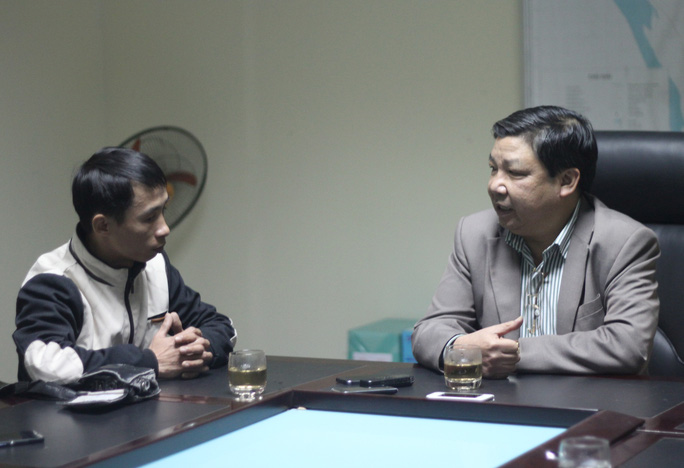 Phó Tổng cục trưởng Tổng cục Lâm nghiệp Cao Chí Công (phải) trả lời phóng viên Báo Người Lao Động - ảnh: Nguyễn Hưởng
