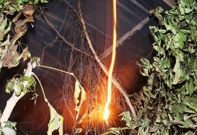 Dây điện bốc cháy đỏ rực trong vụ hỏa hoạn
