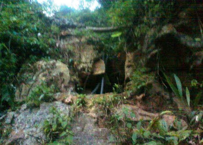 Khu vực hang Kịt, thuộc bản Kịt, xã Lũng Cao, huyện Bá Thước, tỉnh Thanh Hóa, nơi 3 phu vàng đang mắc kẹt