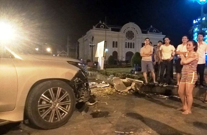 Vụ tai nạn khiến nhiều người dân rất bàng hoàng, đã có 5 người bị thương phải nhập viện