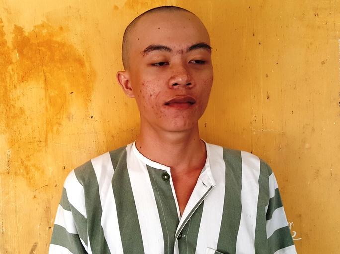 Nghi can Nguyễn Cao Nhân tại cơ quan công an