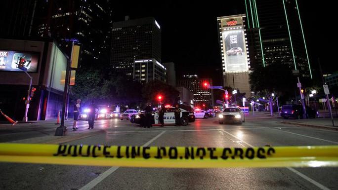Hé lộ thủ phạm bắn tỉa 11 cảnh sát Mỹ