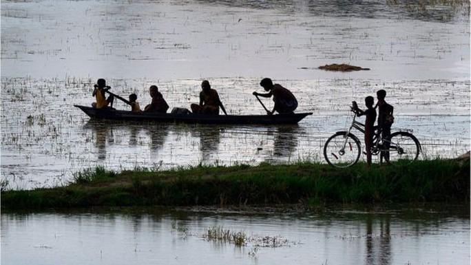 Lũ lụt nghiêm trọng ở bang Assam - Ấn Độ. Ảnh: EPA