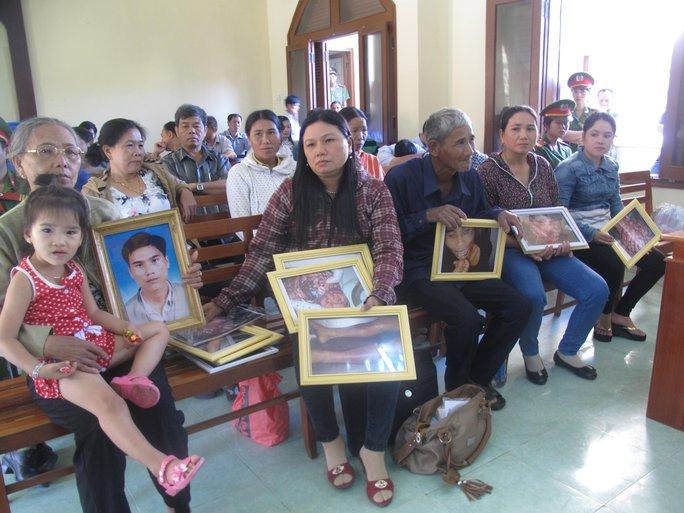 Gia đình bị hại tại phiên tòa sơ thẩm diễn ra từ ngày 7 đến 15-4-2015