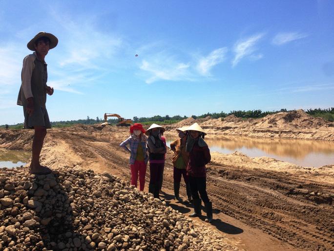 Nguyên nhân người dân chặn xe cho rằng quá trình khai thác cát sẽ khiến xóm làng bị tàn phá do lũ lụt