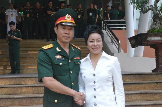 Xạ thủ Hoàng Xuân Vinh và HLV Nguyễn Thị Nhung