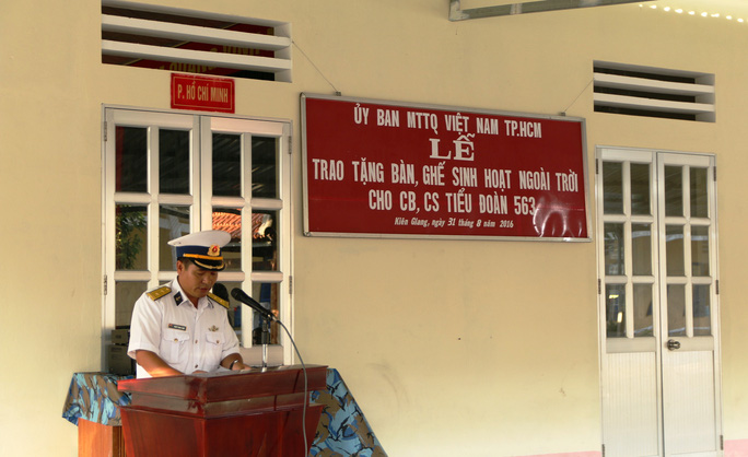 Lãnh đạo TP HCM tặng quà chiến sĩ Bộ tư lệnh Vùng 5 Hải quân