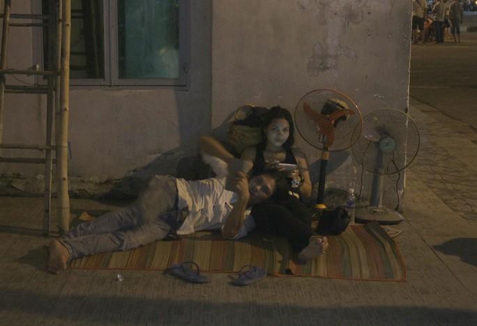Anh Hùng cho biết chiều tối 1-9, anh đưa bạn gái ra bến xe mua vé về Kiên Giang nhưng nhân viên báo tới tận trưa 2-9 mới có vé.