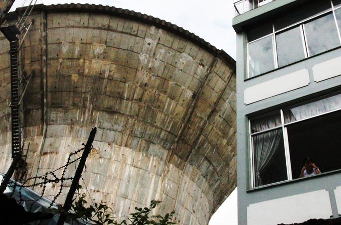 Một thủy đài hình nấm khổng lồ trên đường Lê Đại Hành (quận 11, TP HCM)