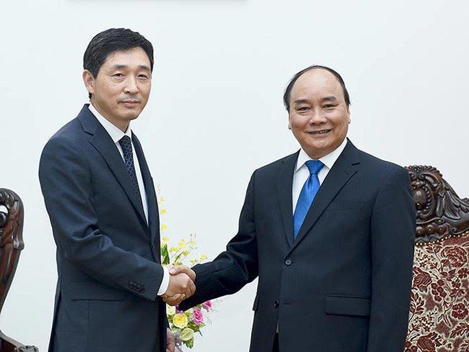 Thủ tướng Nguyễn Xuân Phúc tiếp đại sứ Hàn Quốc tại Việt Nam Lee Hyuk