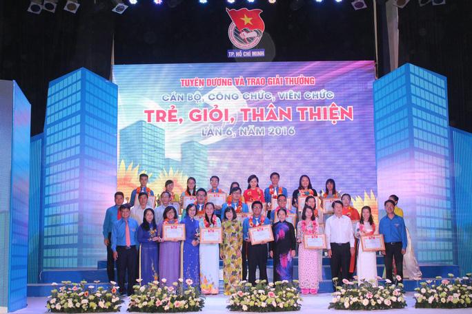 Các cán bộ, công chức, viên chức trẻ được Thành đoàn TP HCM tuyên dương ngày 11-9