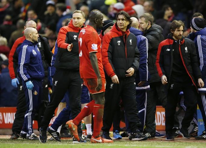Nỗi thất vọng của Liverpool khi bị Sunderland cầm hòa 2-2 trong trận đấu mà HLV trưởng cá tính Juergen Klopp vắng mặt vì nghi viêm ruột thừa