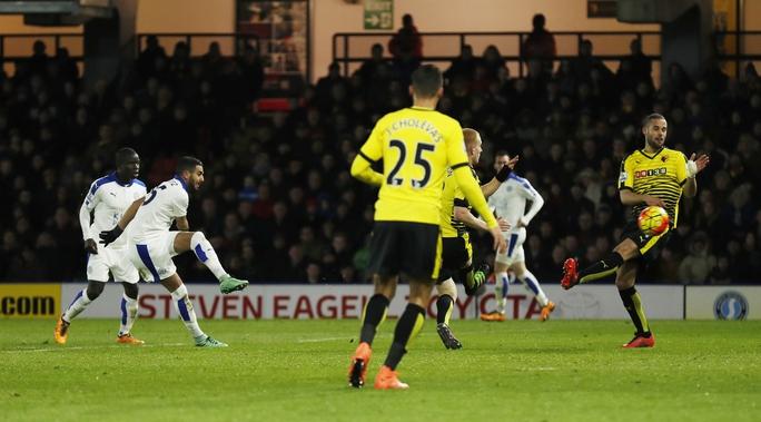 Riyad Mahrez sắm vai người hùng của Leicester