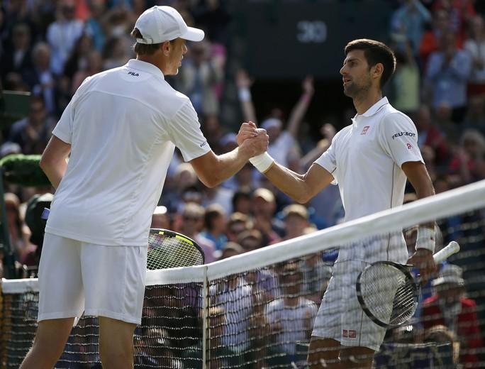 Djokovic không thể lật ngược thế cờ trước Querrey chơi quá hay