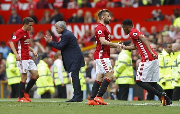 M.U chơi tốt hơn trong hiệp 2 nhờ 3 sự điều chỉnh của Mourinho nhưng không thay đổi được tỉ số