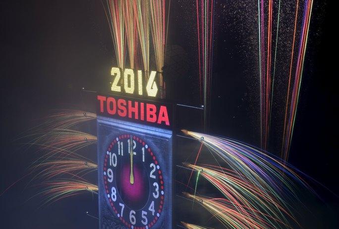 Pháo hoa rực sáng trong khoảnh khắc giao thừa tại TP New York