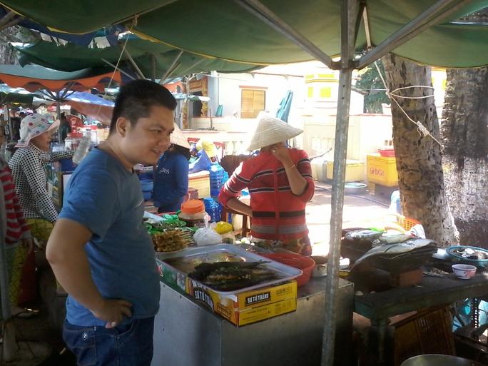 Buôn bán tràn lan chiếm hết lối vào Hòn Phụ Tử