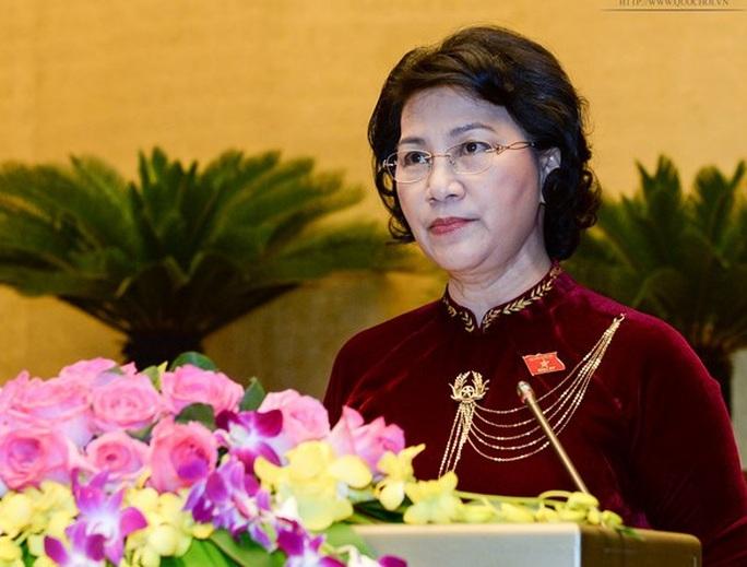 Chủ tịch QH Nguyễn Thị Kim Ngân trình bày tờ trình để QH bầu Tổng Kiểm toán Nhà nước.