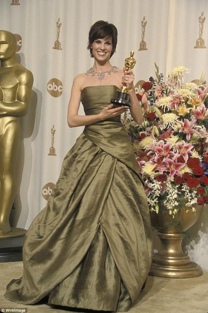 Người đẹp Hilary Swank thông báo đính hôn