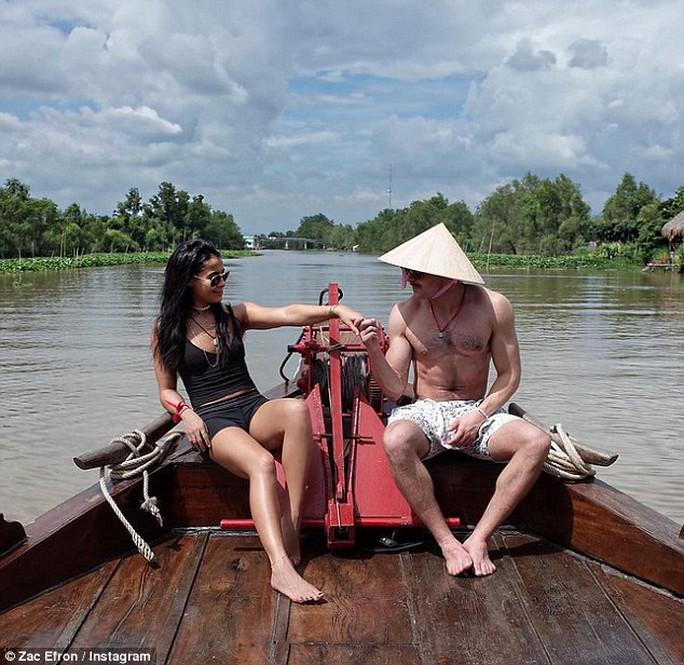 Zac Efron và bạn gái tại Việt Nam